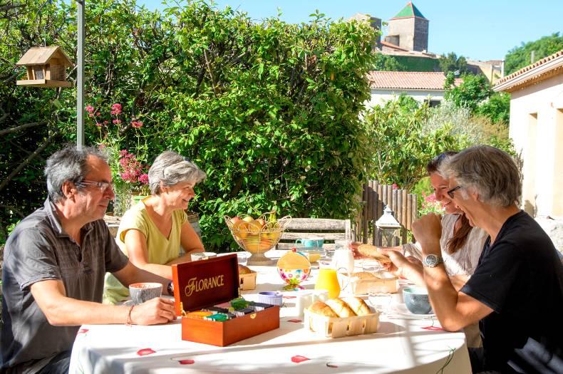 Petit déjeuner sur la terrasse à l
